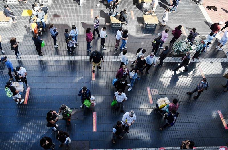FMI mejora la perspectiva para Chile y lo sitúa junto a Perú como líder de la recuperación regional