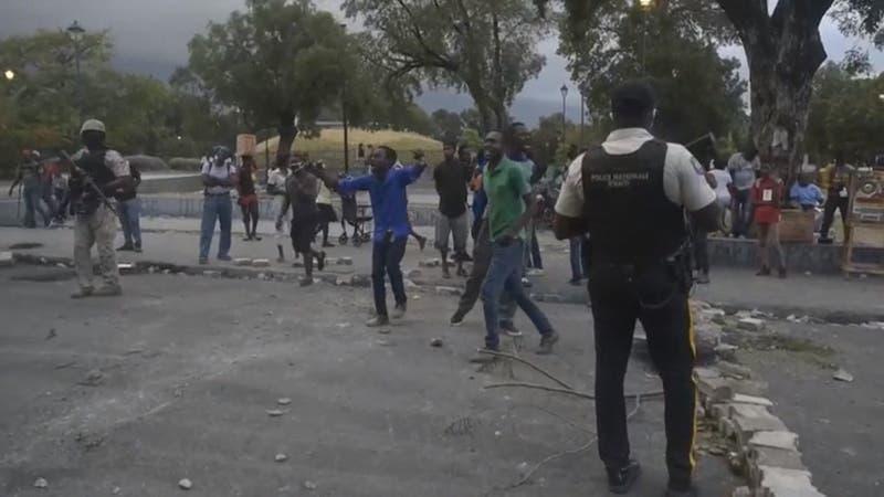 """[VIDEO] Gobierno acusa """"golpe de Estado"""": protestas en Haití exigen la salida del presidente"""