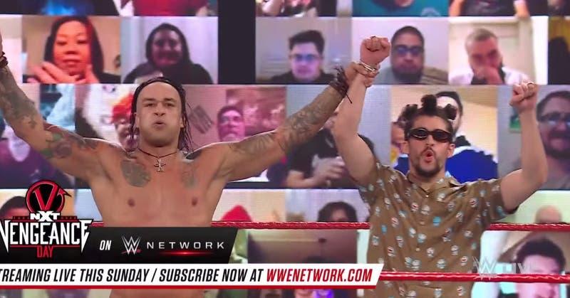 Lujoso traje de Bad Bunny en WWE Raw