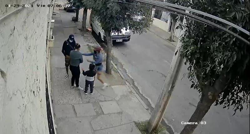 Detienen a mujer que asaltó a una mujer con su hijo de 3 años en Lo Prado