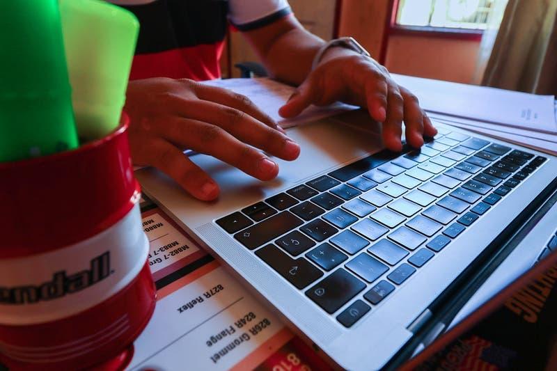 Becas TIC: Revisa si eres beneficiario de un computador gratuito para este año escolar