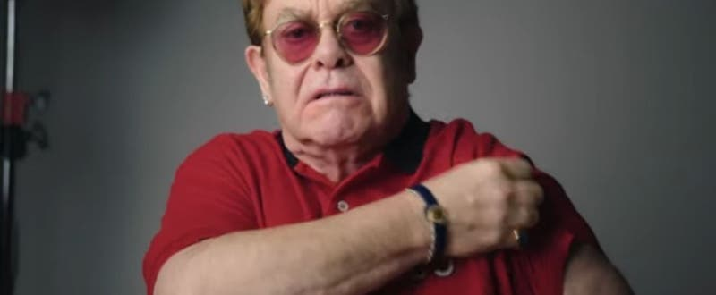 Elton John encabeza campaña de vacunación COVID-19 en Reino Unido