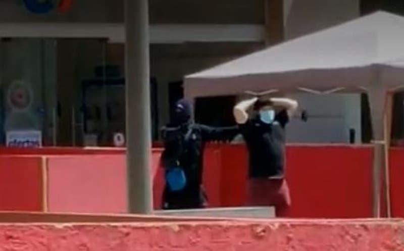 Robo en Mall Plaza Oeste termina con un cliente utilizado como escudo humano