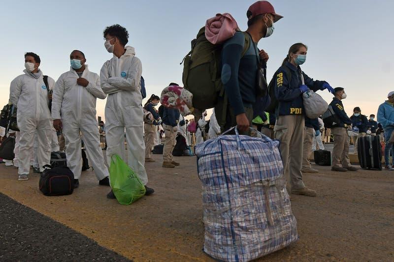 INDH presenta recurso de amparo en favor de 23 extranjeros expulsados del país en Iquique