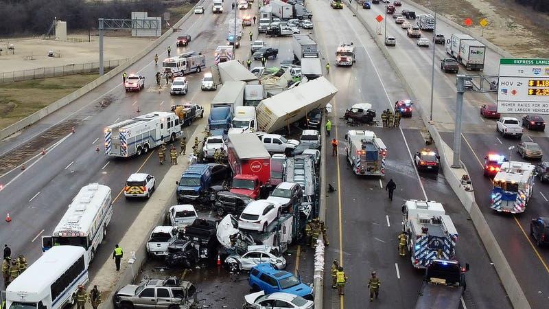 Accidente en carretera de Texas que involucra a casi 100 vehículos deja al menos cinco muertos