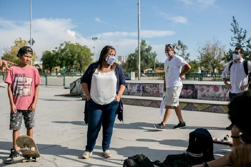 Candidata a alcaldesa de La Cisterna sufre una fractura de tobillo en visita a skatepark de la comuna