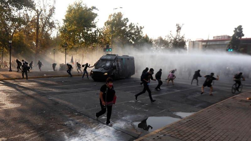 Carabineros confirma 45 detenidos tras incidentes en las inmediaciones de Plaza Italia
