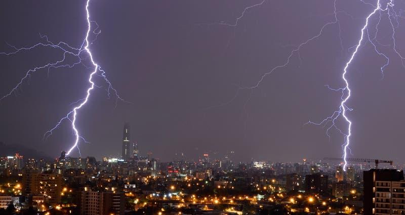 Meteorología emite aviso por probables tormentas eléctricas en cinco regiones del país