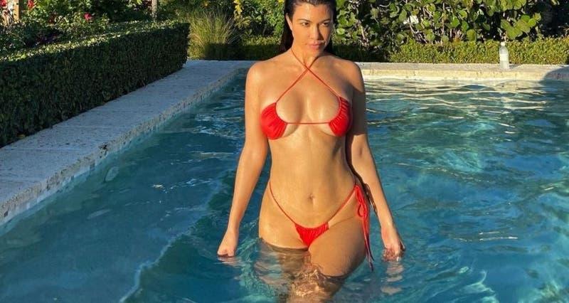 Kourtney Kardashian confirma romance con foto de Travis Barker