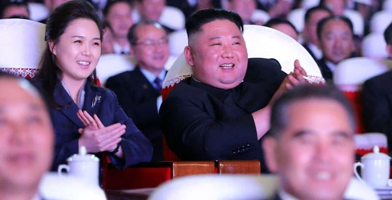 Esposa de Kim Jong-un reaparece públicamente tras un año desaparecida