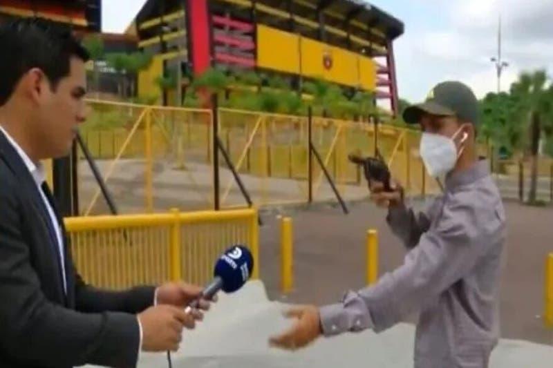 Periodista es asaltado mientras realizaba un despacho
