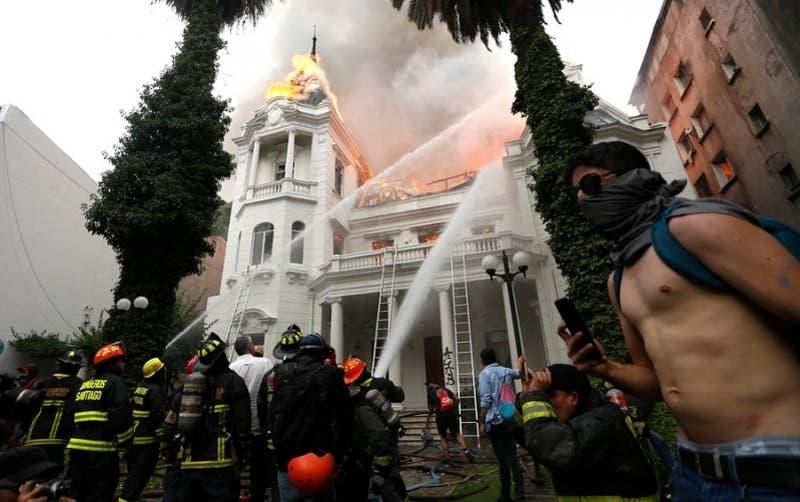 Condenan a 5 años de cárcel a detenido por incendio en sede de la Universidad Pedro de Valdivia