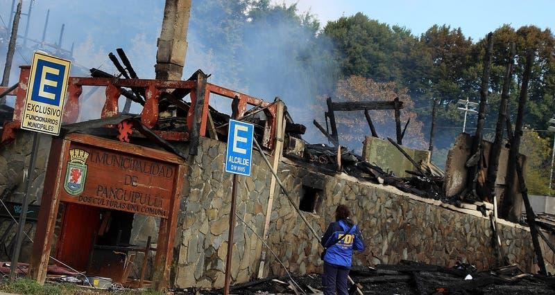 Prisión preventiva para acusados de participar en incendios de edificios municipales en Panguipulli