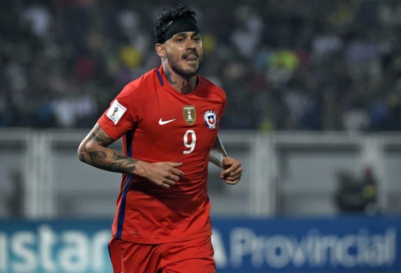 Mauricio Pinilla se retira del fútbol