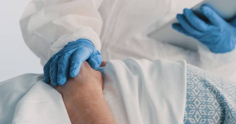Mujer muere por COVID-19 tras recibir doble trasplante de pulmón de un donante que estaba infectado