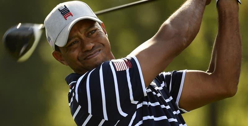 Tiger Woods es hospitalizado tras sufrir un accidente automovilístico