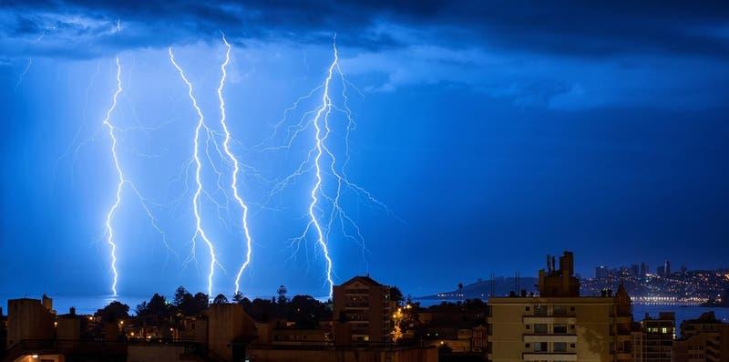 Meteorología emite aviso de probables tormentas eléctricas en Arica y Parinacota