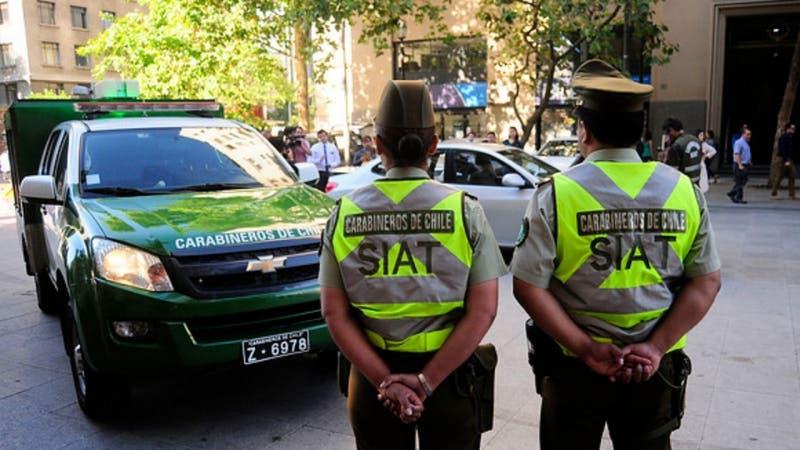 Niña de 7 años murió tras caída de semáforo por choque entre dos autos en Renca