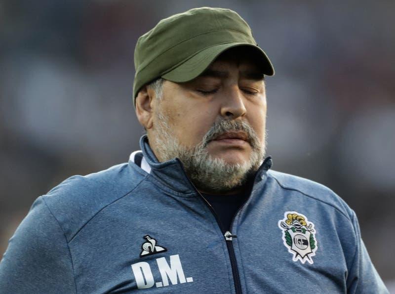 Filtran escabrosos mensajes de los cuidadores de Diego Maradona