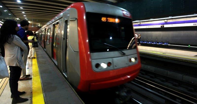 Metro suspende servicio en Línea 4 por una persona en las vías