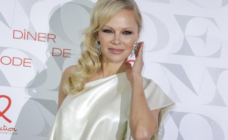 El radical giro en la vida de Pamela Anderson: venderá lujosa mansión para irse donde su abuela