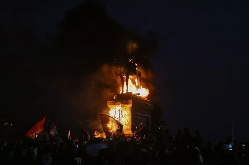 """Boric por incendio en Baquedano  """"El ejército no debe deliberar ni le corresponde juzgar a otros"""""""