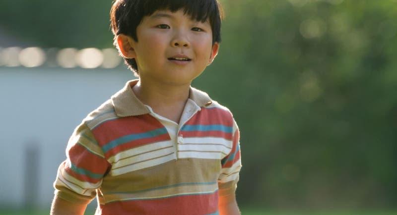 Alan Kim (Minari) llora al ganar un Critics' Choice a los 8 años
