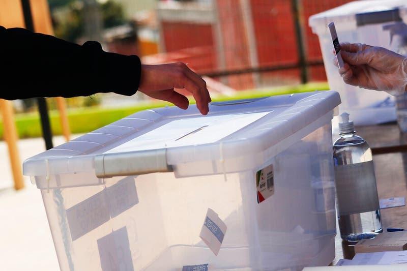 """Consejo del Servel apoya realizar elecciones en dos días: """"Tenemos toda una cadena de custodia"""""""