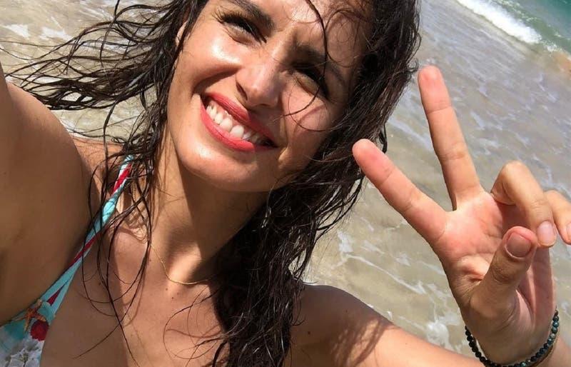 """""""Libres"""": El sutil y playero desnudo con el que Fernanda Urrejola conmemoró el """"Día de la Mujer"""""""