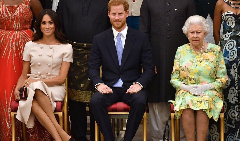 """Reina Isabel responde tras entrevista de Meghan y Harry: """"La acusación de racismo es preocupante"""""""