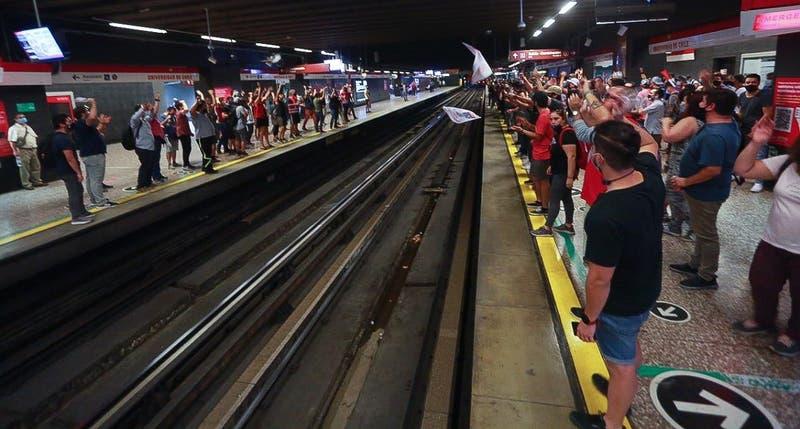 Funcionamiento parcial en Línea 1 ante paro de trabajadores de Metro