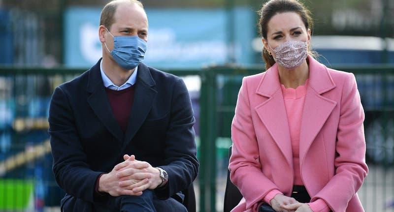 """Príncipe William rompe el silencio tras entrevista de Meghan y Harry: """"No somos una familia racista"""""""