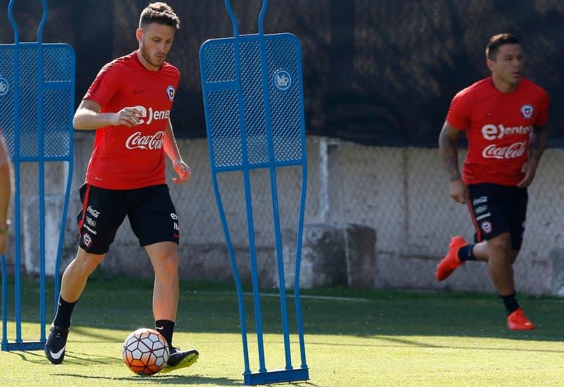 La Roja libera a dos jugadores para el primer microciclo de la era Martín Lasarte
