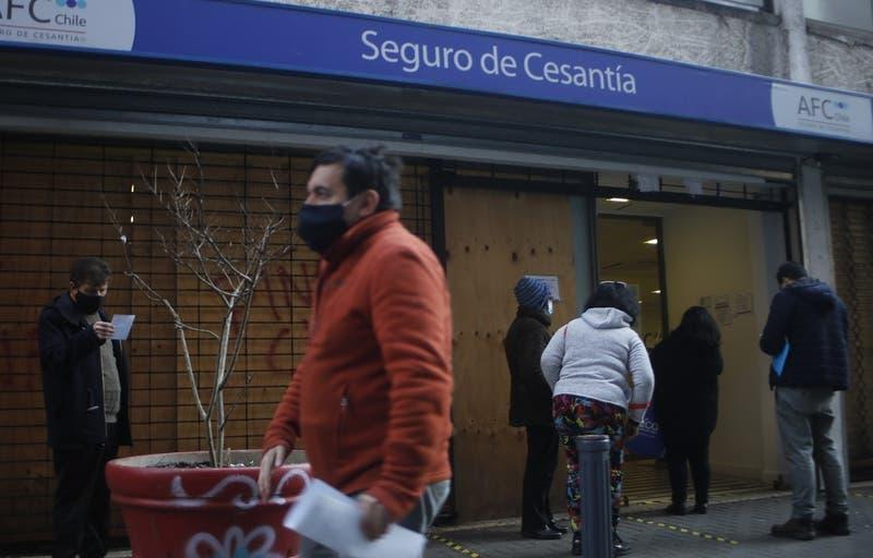 Diputados emplazan al Gobierno a apoyar propuesta de Lavín sobre retiro de Seguro de Cesantía