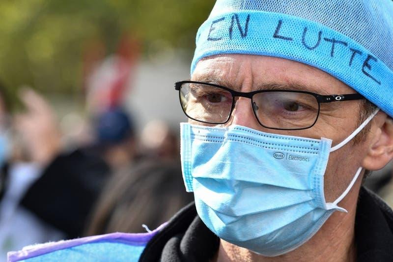 Francia supera el umbral de 90.000 muertos por coronavirus