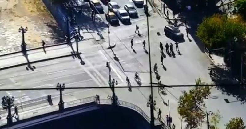 Incidentes aislados en Plaza Italia en nueva jornada de manifestaciones: Hay desvíos de tránsito