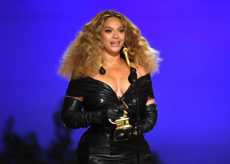 Beyoncé rompe el récord de la artista femenina con más premios Grammy