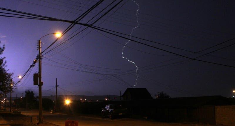 Alerta temparana preventiva para 10 comunas de la RM por probables tormentas eléctricas