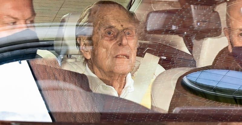 Felipe de Edimburgo sale del hospital tras permanecer un mes internado