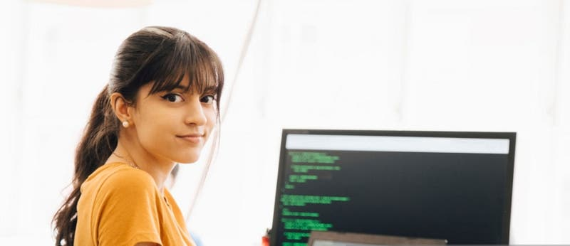 Startup enfocada en mujeres y tecnología invita a postular a talleres intensivos para programadoras