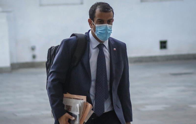 Ministro Delgado continúa estable y con apoyo de oxígeno tras ser hospitalizado por COVID-19
