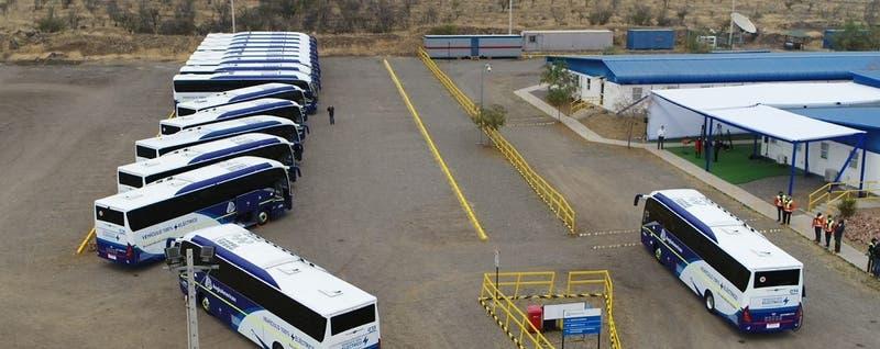 Minera implementa la flota interurbana de buses eléctricos más grande de Chile