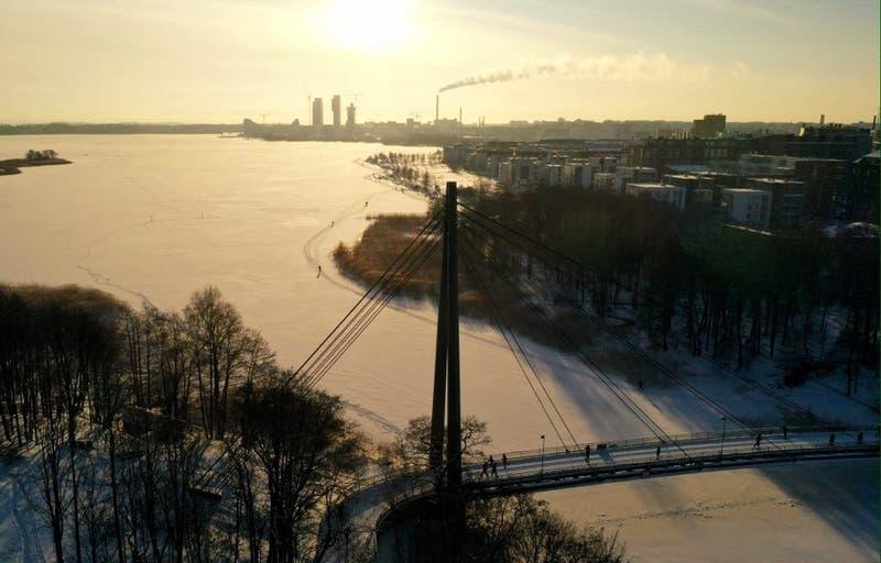 """Finlandia, el """"país más feliz del mundo"""" y Chile asoma en el puesto 43"""