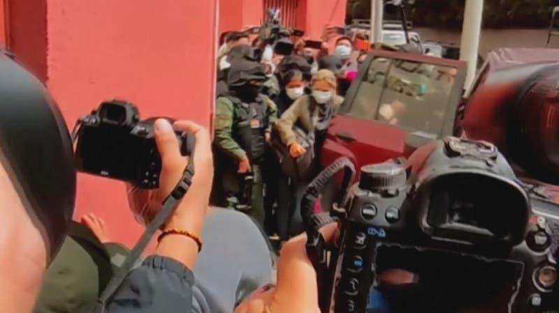 Ordenan trasladar a Jeanine Áñez de la cárcel a la clínica en medio de protestas en su favor