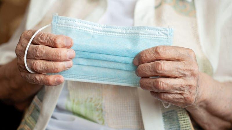 15 adultos mayores contagiados tras brote de COVID-19 en hogar de Quillota