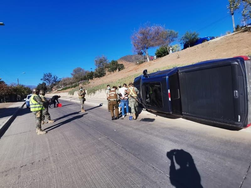 Camioneta se vuelca tras evitar control de detención en Cabildo