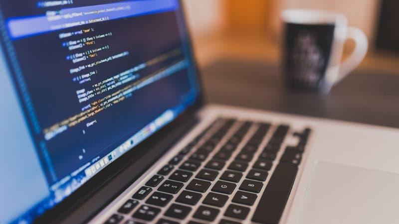Estudiantes de todo Chile podrán participar en talleres online gratuitos de programación