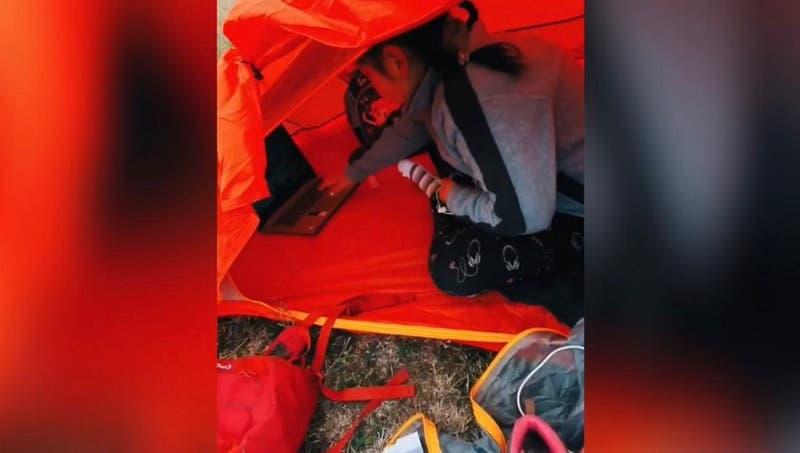 Niña de 8 años debe acampar en un cerro para acceder a clases virtuales en Pitrufquén
