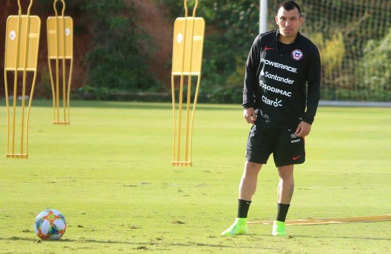 """Gary Medel destaca """"intensidad"""" e """"ideas claras"""" en primera práctica de La Roja de Lasarte"""