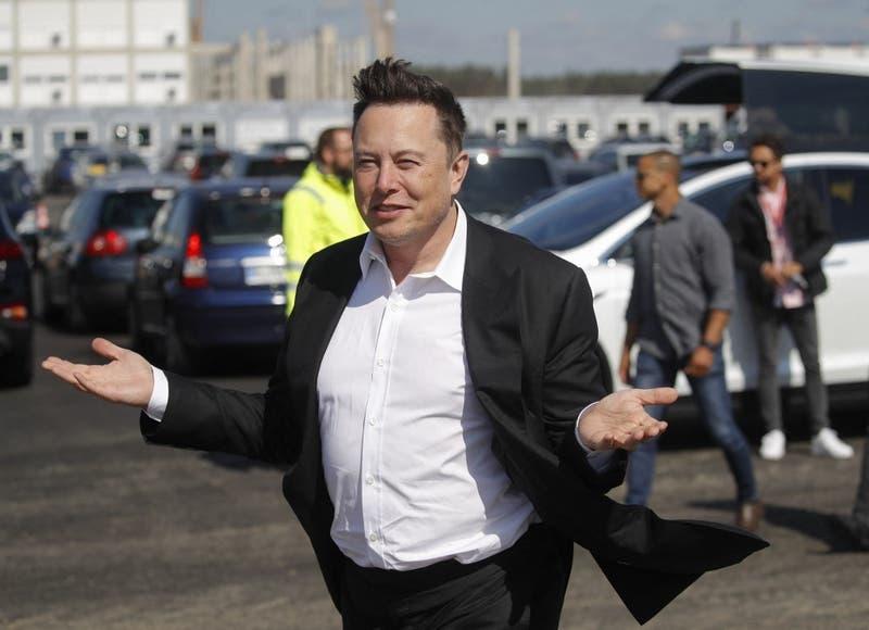 Elon Musk anuncia que se podrán comprar automóviles Tesla con bitcoins